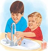 Far lavare le mani ai bambini