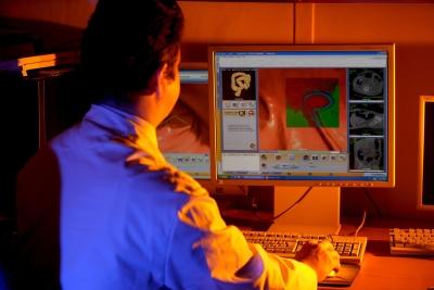 Il Radiologo isiona l'elaborato 3D