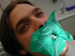 La diga di gomma dal dentista