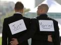 Cosa pensano gli omosessuali del matrimonio e della convivenza?